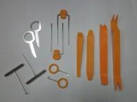 Набор пластиковых ключей. 12 предметов